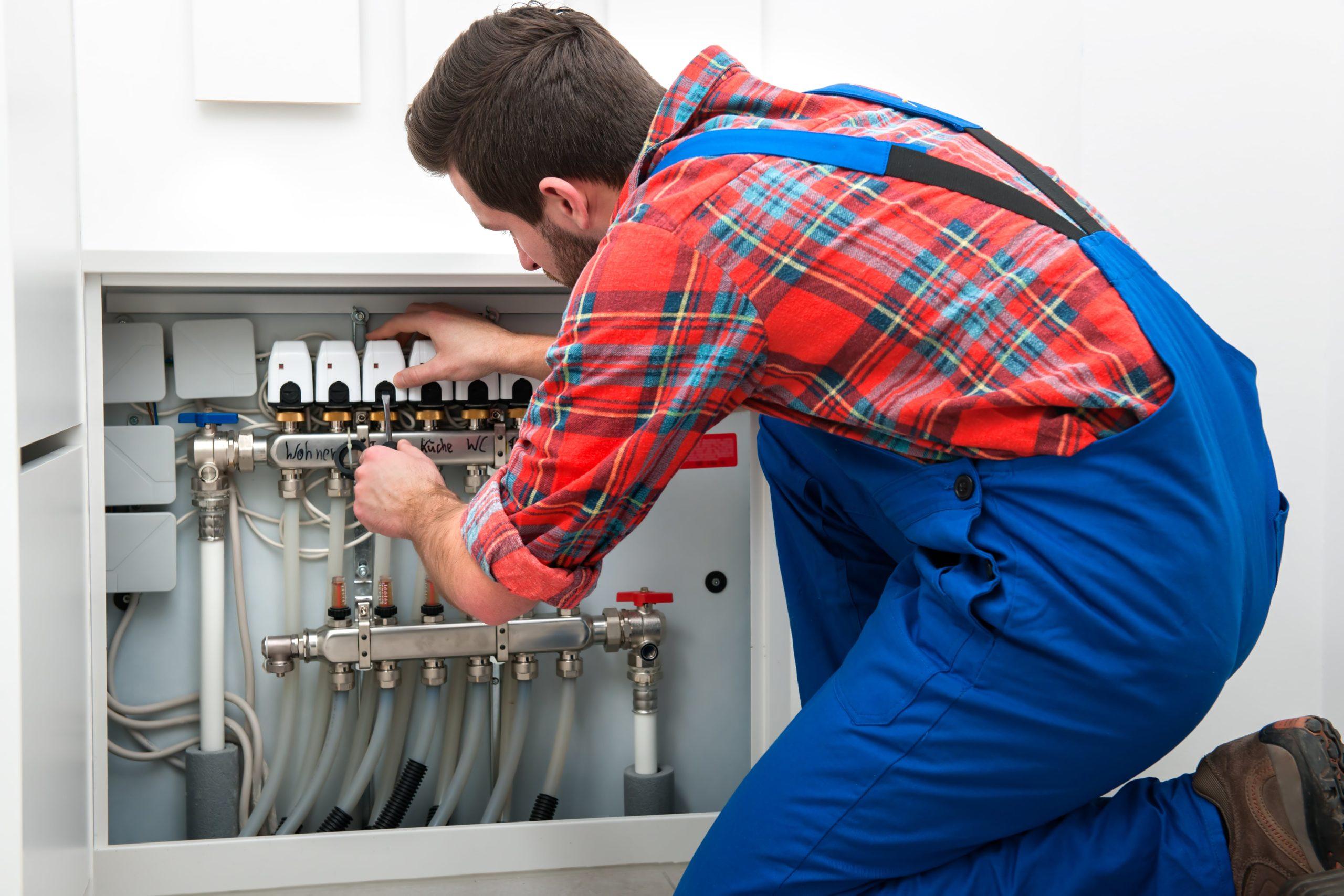 Technicien pour désembouage radiateur